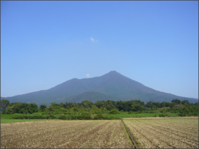 https://upload.wikimedia.org/wikipedia/commons/8/87/Mt.Tsukuba.jpg
