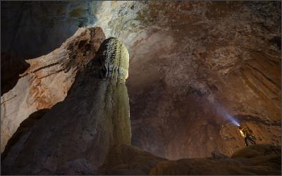 http://www.roughguides.com/wp-content/uploads/2014/08/Overs-Son-Doong-Cave-Vietnam-rexfeatures_3601504e-1680x1050.jpg