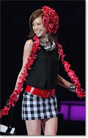 http://sankei.jp.msn.com/photos/entertainments/entertainers/100306/tnr1003061514005-p31.htm