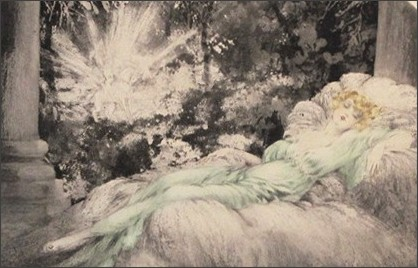 http://www.artcreation.co.jp/130402-ikr-sleepingbauty-kakudai.JPG