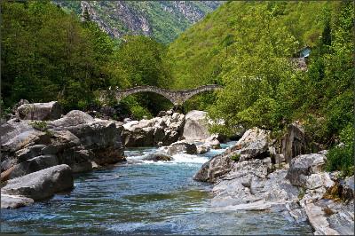 http://static.thousandwonders.net/Valle.Verzasca.original.18005.jpg