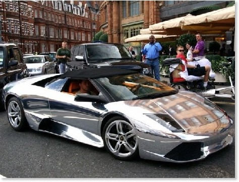 http://jp.autoblog.com/2009/11/16/chrome-lamborghini-murcielago-roadster-shows-up-in-london/