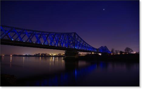 http://makavelie.deviantart.com/art/Bridge-Rouen-WP-109278733
