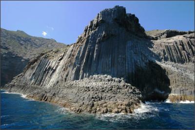 http://www.excursiones-tina.com/wp-content/uploads/2012/10/Los-Organos-Gomera.jpg