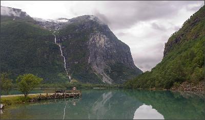 https://upload.wikimedia.org/wikipedia/commons/f/fc/Kjenndalen.jpg