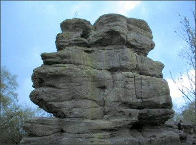 https://upload.wikimedia.org/wikipedia/commons/e/ec/Brimham_Rocks_3.jpg