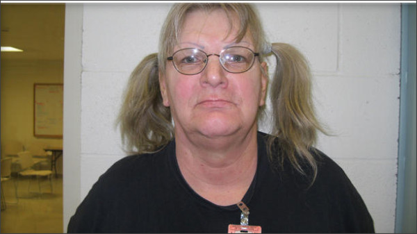 http://www.cbsnews.com/news/woman-robs-wyo-bank-in-order-to-go-back-to-prison/?ftag=CNM-00-10aab6a&linkId=27118845