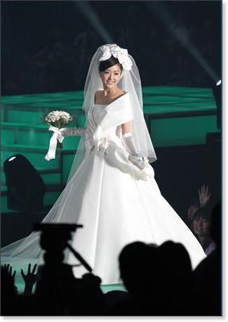 http://sankei.jp.msn.com/photos/entertainments/entertainers/100306/tnr1003061514005-p16.htm