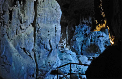 http://www.nationalparks.nsw.gov.au/~/media/NPWS/Images/Parks/Wombeyan-Karst-Conservation-Reserve/Background/Hero-Wombeyan-Caves.ashx