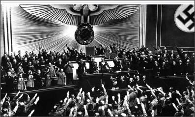 http://ja.wikipedia.org/wiki/%E3%83%95%E3%82%A1%E3%82%A4%E3%83%AB:Reichstag_April_1938.JPEG