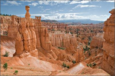 https://upload.wikimedia.org/wikipedia/commons/4/4d/USA_10654_Bryce_Canyon_Luca_Galuzzi_2007.jpg