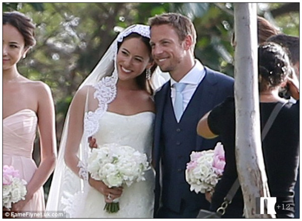 http://www.dailymail.co.uk/sport/formulaone/article-2893107/Jenson-Button-ties-knot-lingerie-model-Jessica-Michibata-Hawaii.html