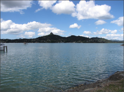 https://upload.wikimedia.org/wikipedia/commons/8/82/Whangaroa_Harbour.JPG