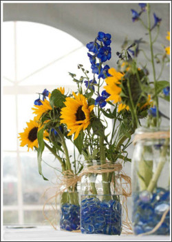 http://blog.exclusivelyweddings.com/2013/03/17/easy-diy-wedding-reception-centerpieces/