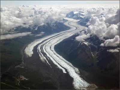 https://upload.wikimedia.org/wikipedia/commons/2/29/Matanuska_Glacier_From_The_Air.JPG