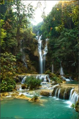 https://upload.wikimedia.org/wikipedia/commons/6/62/Kuang_Si_Falls%2C_Laos.jpg