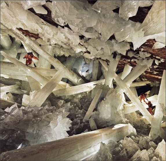 http://news.nationalgeographic.com/content/dam/news/2017/02/17/crystal_cave/01_crystal_cave.ngsversion.1487303170340.adapt.945.1.jpg