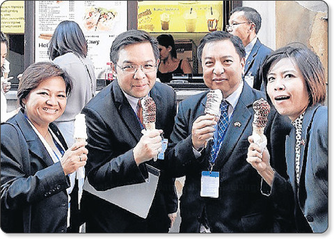 http://www.bangkokpost.com/news/politics/358571/worachai-backs-ice-cream-aides-claim