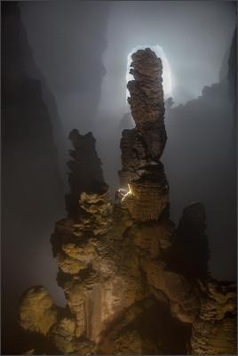 http://static.talkvietnam.com/files/2015/06/the-worlds-largest-stalactite-80m-photo-john-spies-1688454-20150608153413-6.jpg