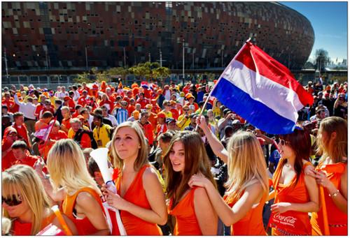 http://gigapica.geenstijl.nl/2010/06/gigapica_wk_meisjes.html