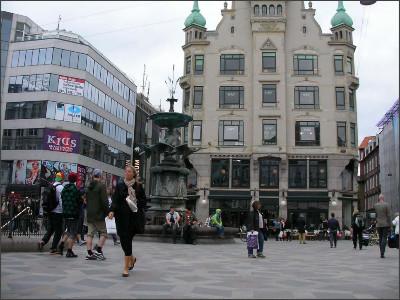 http://www.lares.dti.ne.jp/~tm230517/DTI_forFTP/Copenhagen_2010/CopenhagenCenter_2011_SANY0241.jpg