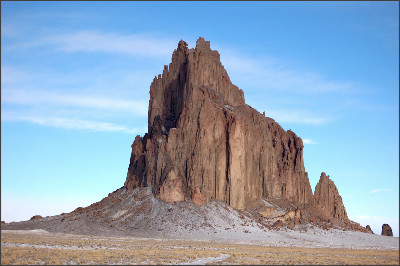 https://upload.wikimedia.org/wikipedia/commons/0/0b/Shiprock.snodgrass3.jpg