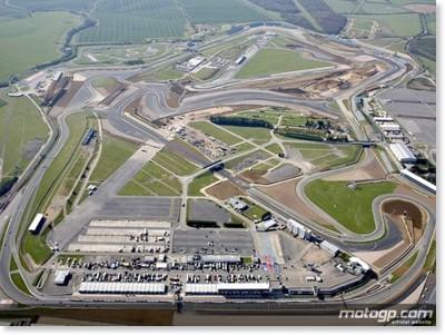 http://www.motogp.com/ja/photos/2010/Aerial+view+of+Silverstone+circuit
