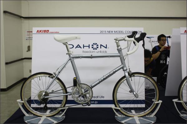 http://image.rakuten.co.jp/hakusen/cabinet/smallwheel/dahon/img63283403.jpg