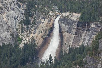 https://upload.wikimedia.org/wikipedia/commons/f/f6/Nevada_Fall_from_Glacier_Point,_Yosemite_NP,_CA,_US_-_Diliff.jpg
