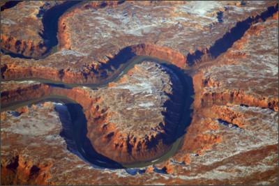 https://upload.wikimedia.org/wikipedia/commons/2/2e/Bowknot_Bend_on_the_Green_River_UT.jpg