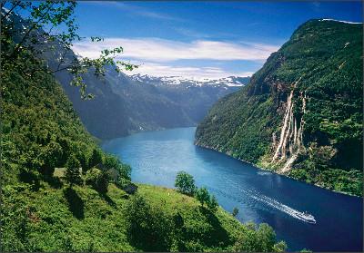 http://blog.fjordnorway.com/wp-content/uploads/2014/06/De-syv-s%C3%B8stre-Per-EideVisitnorway.com_.jpeg