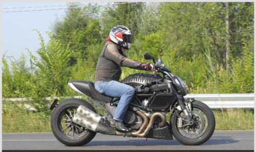 http://www.motosprint.it/produzione/2010/07/19-2915/Nuova+Ducati+maxi+cruiser