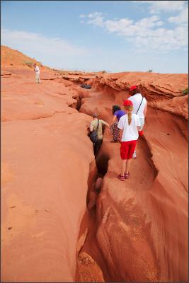 https://upload.wikimedia.org/wikipedia/commons/8/8c/Lower_Antelope_Canyon_entrance_01.jpg
