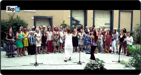 http://video.repubblica.it/spettacoli-e-cultura/il-coro-popolare-della-maddalena-di-genova-cielito-lindo/198743/197784?ref=HRERO-1