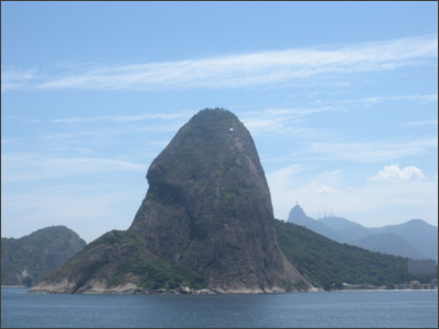 https://upload.wikimedia.org/wikipedia/commons/e/e0/Sugarloaf_Mountain_as_seen_from_the_up_river%2C_Christo_Redentor_seen_in_background.JPG