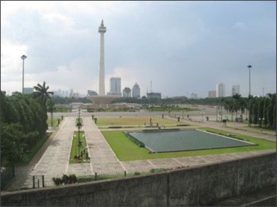 https://upload.wikimedia.org/wikipedia/commons/0/00/Merdeka_Square_view_from_Gambir_Station.JPG