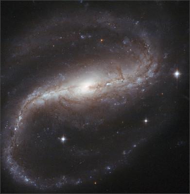 https://upload.wikimedia.org/wikipedia/commons/9/94/NGC_7479_HST.jpg