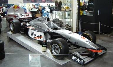 http://ja.wikipedia.org/wiki/%E3%83%95%E3%82%A1%E3%82%A4%E3%83%AB:McLaren_Mercedes_MP4-12.jpg