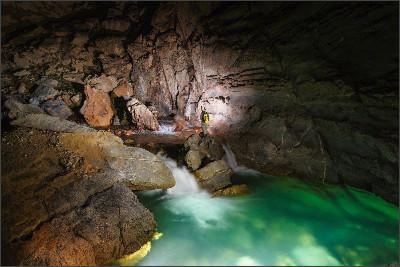 http://www.vietnamtoursguide.com/wp-content/uploads/2015/05/SongDoong-Cave-7.jpg