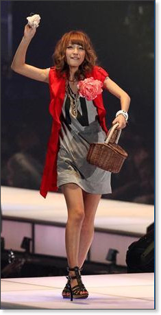 http://sankei.jp.msn.com/photos/entertainments/entertainers/100306/tnr1003061514005-p17.htm