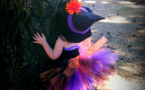 http://www.etsy.com/listing/159722617/the-littlest-witch-costume-witch-tutu?ref=sr_gallery_19&ga_search_query=witch+costume&ga_order=most_relevant&ga_view_type=gallery&ga_ship_to=JP&ga_page=7&ga_search_type=all&ga_facet=witch+costume