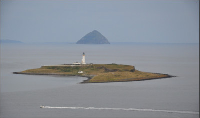 https://upload.wikimedia.org/wikipedia/commons/0/0f/Scotland%2C_Pladda_Island_and_Ailsa_Craig%2C_seen_from_Isle_of_Arran.JPG