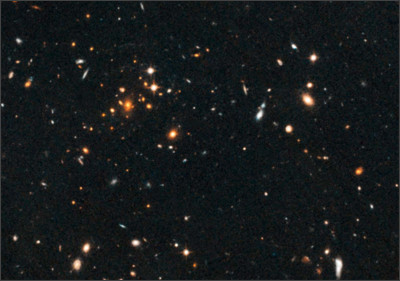 https://upload.wikimedia.org/wikipedia/commons/f/f9/IDCS_J1426.5%2B3508_galaxy_cluster_Hubble_hs-2012-19-b-large_web.jpg