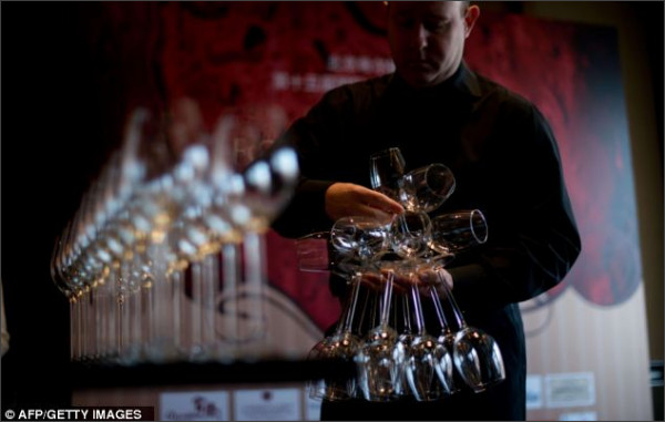 http://www.dailymail.co.uk/news/article-2224568/Sommelier-breaks-world-record-balancing-51-glasses-hand.html
