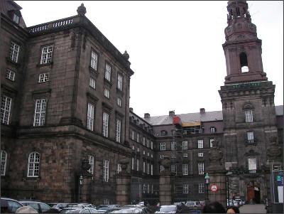 http://www.lares.dti.ne.jp/~tm230517/DTI_forFTP/Copenhagen_2010/CopenhagenCenter_2011_SANY0145.jpg