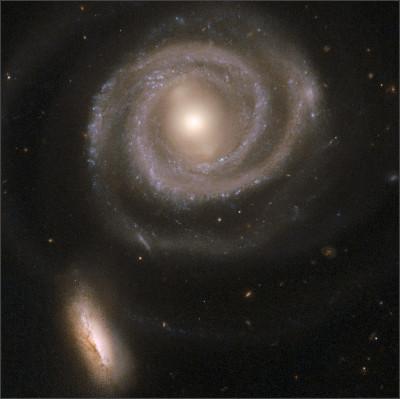 https://upload.wikimedia.org/wikipedia/commons/8/8f/Hubble_Interacting_Galaxy_NGC_5754_%282008-04-24%29.jpg