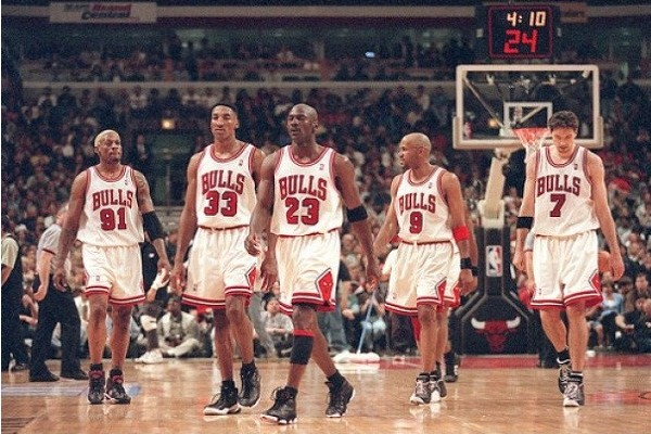 https://jumpingpolarbear.files.wordpress.com/2013/01/chicago-bulls-95-96.jpg