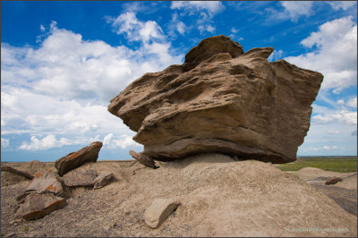 http://www.journeyoflight.com/journey12/photographs/color/midwest/larger/img_5436-toadstool-large-rock.jpg
