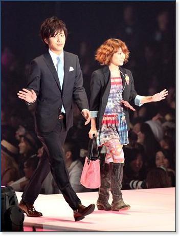 http://sankei.jp.msn.com/photos/entertainments/entertainers/100306/tnr1003061514005-p12.htm