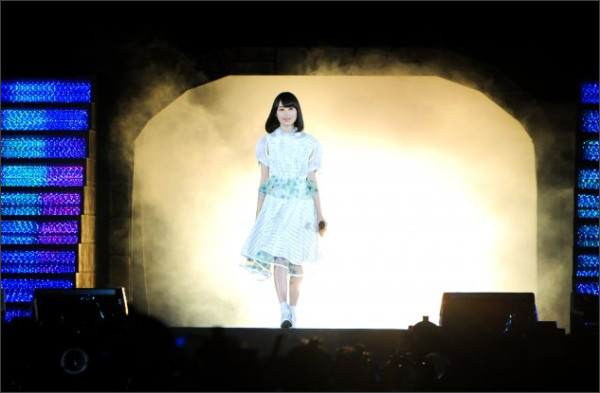 http://natalie.mu/music/gallery/show/news_id/124924/image_id/311823